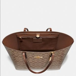 Coach Bags - COACH Town Tote In Signature Canvas 🔥🧡